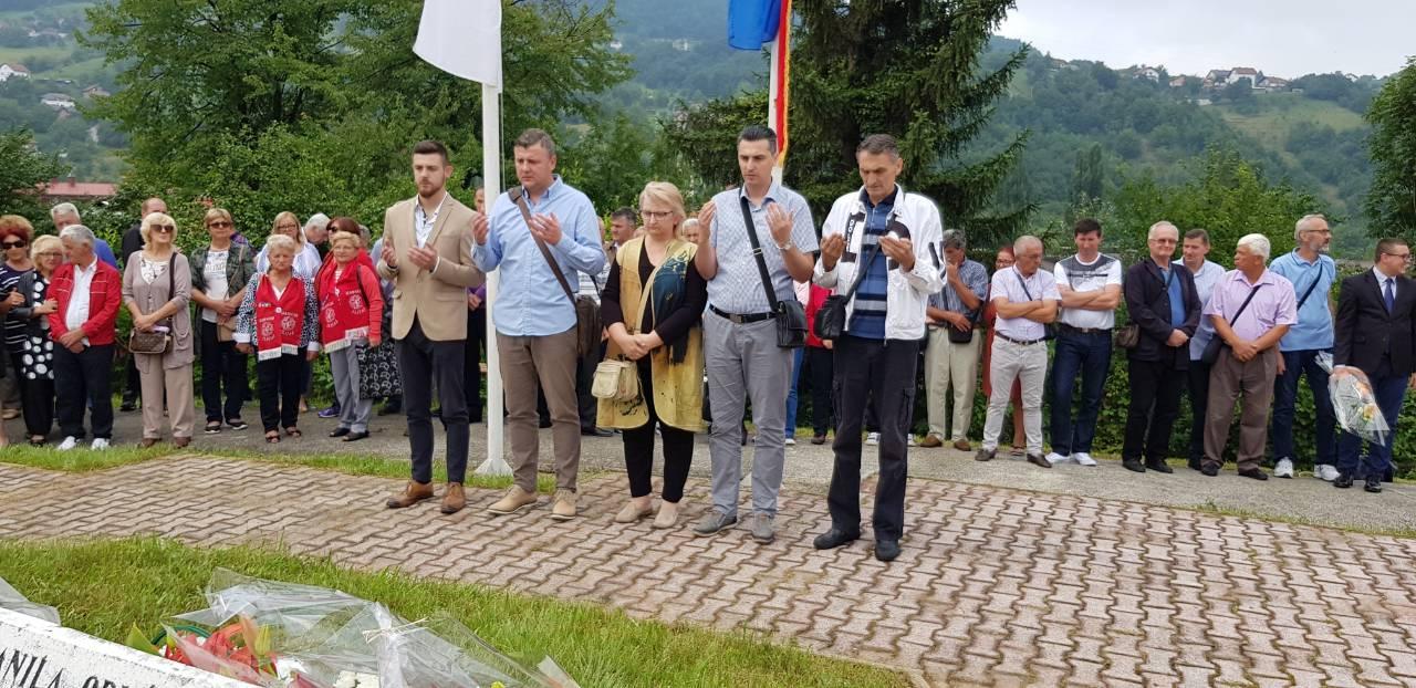 Demokratska fronta obilježila Dan ustanka naroda BiH i sjetila se heroja Envera Šehovica i Zahida Panjete